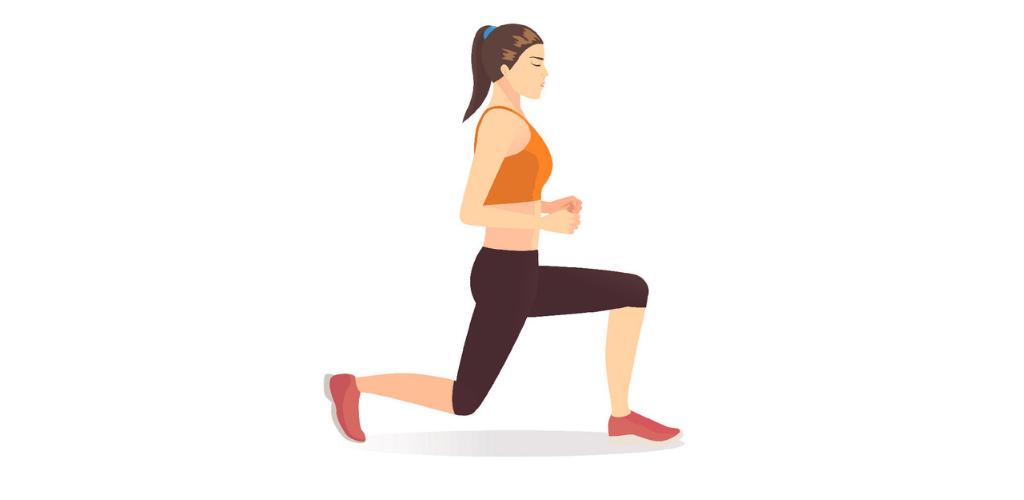 Frau trainiert Zuhause – Ausfallschritt